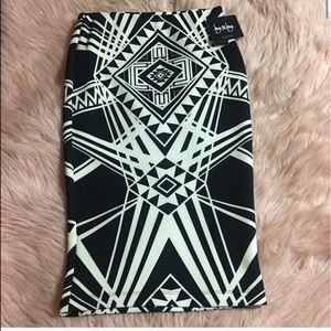 By & By Aztec black and white skirt size large